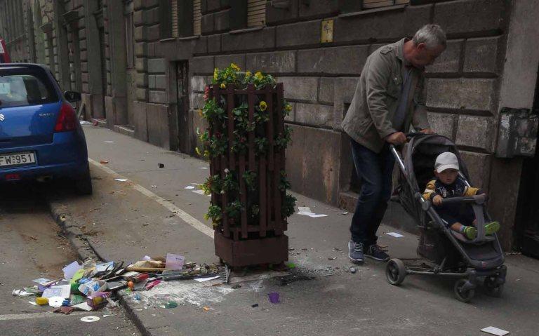 frankies-footprints-hungary-budapest-lomtalanitas-aftermath-stroller