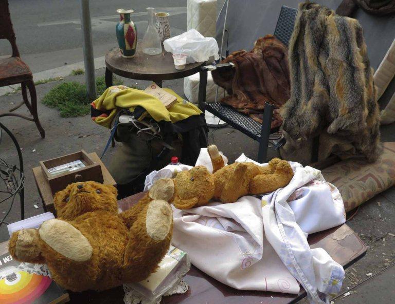 frankies-footprints-hungary-budapest-lomtalanitas-teddy-bears