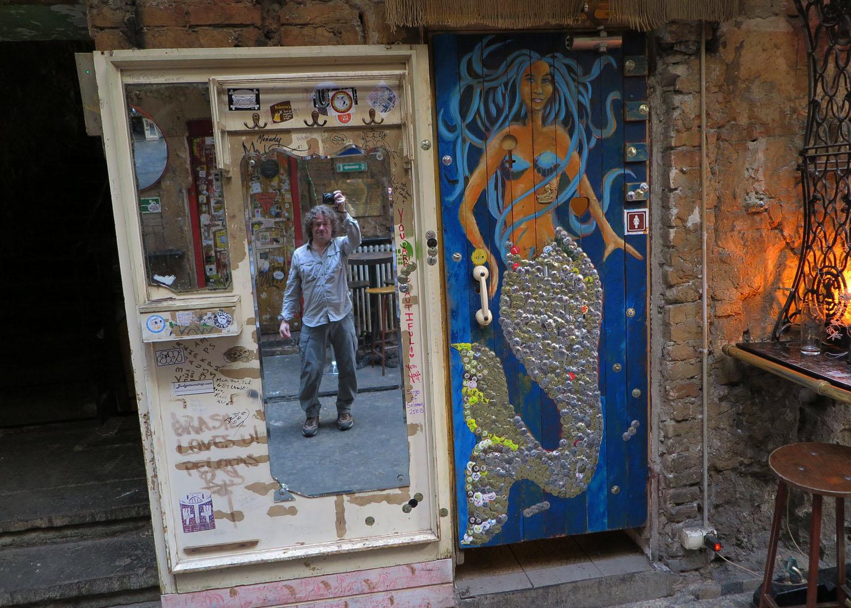 hungary-budapest-ruin-pub-szimpla-kert-day-mermaid