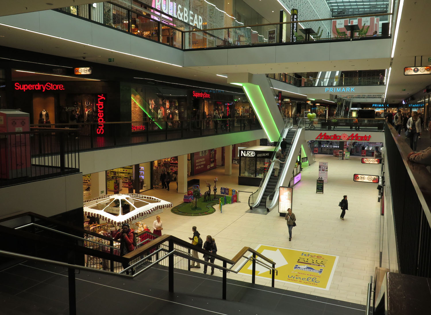 germany-dresden-shopping-mall