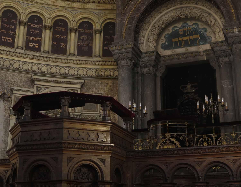 czech-republic-plzen-synagogue-altar