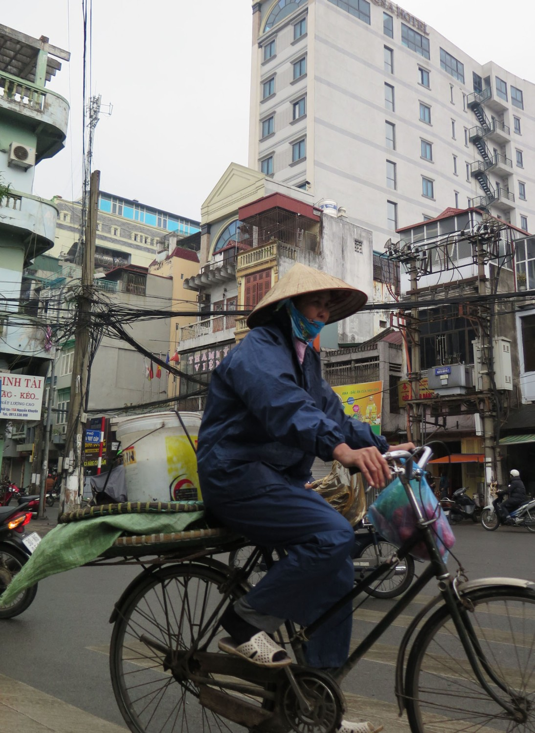 Vietnam-Hanoi-Street-Scenes-Bicycle
