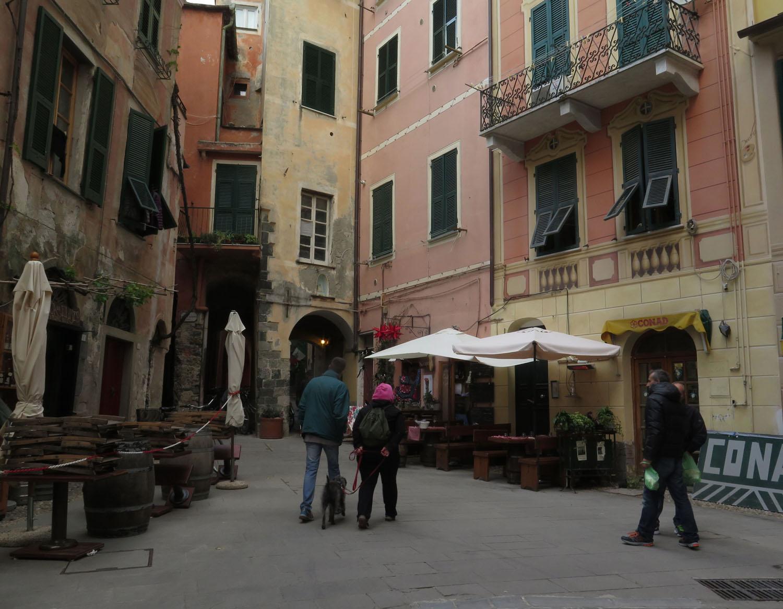 Italy-Cinque-Terre-Street-Scenes-Piazza