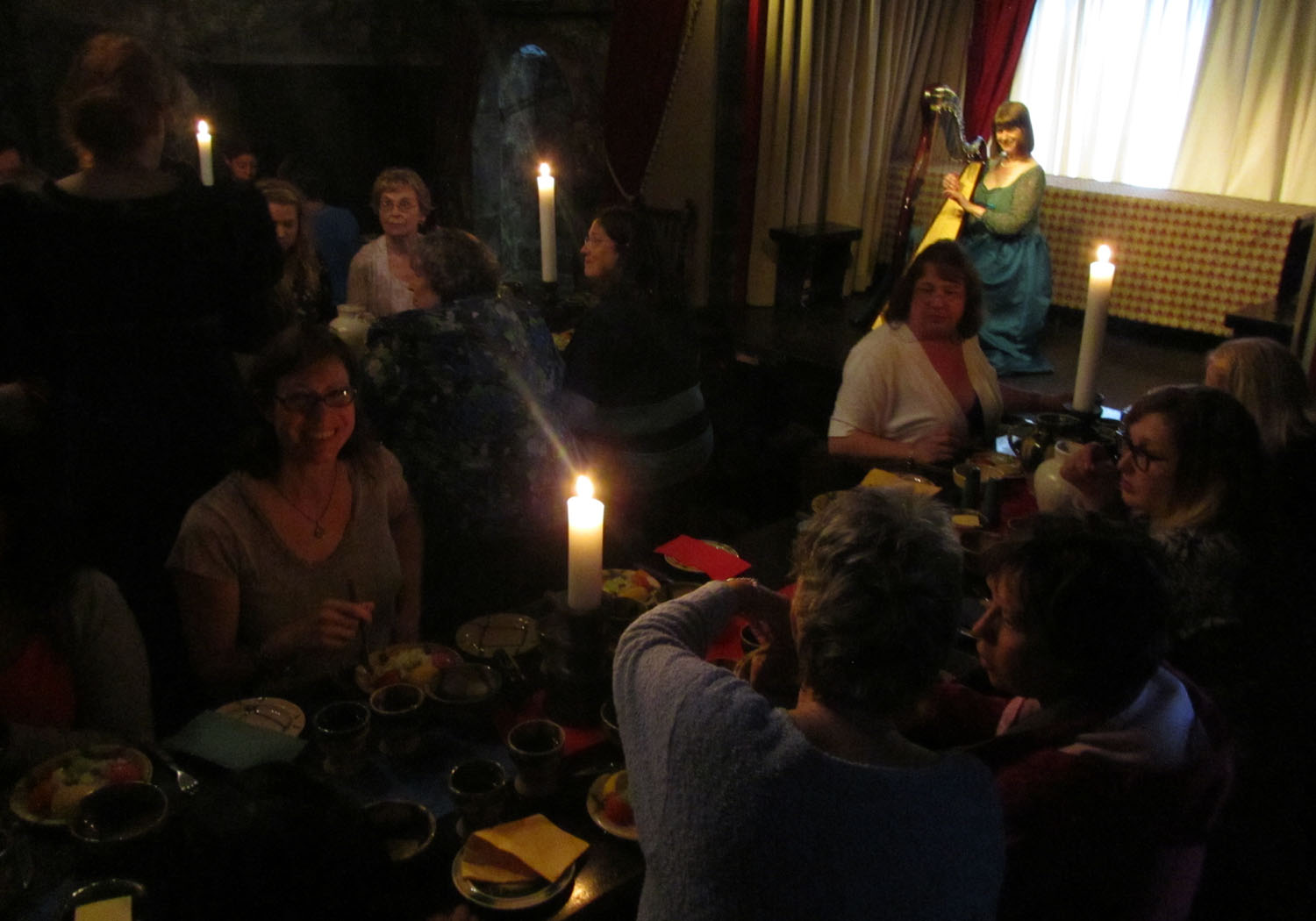 Ireland-Food-And-Drink-Medieval-Banquet-Dunguaire-Castle