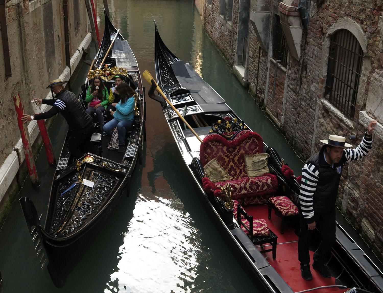 Italy-Venice-Wandering-Around-Gondolas