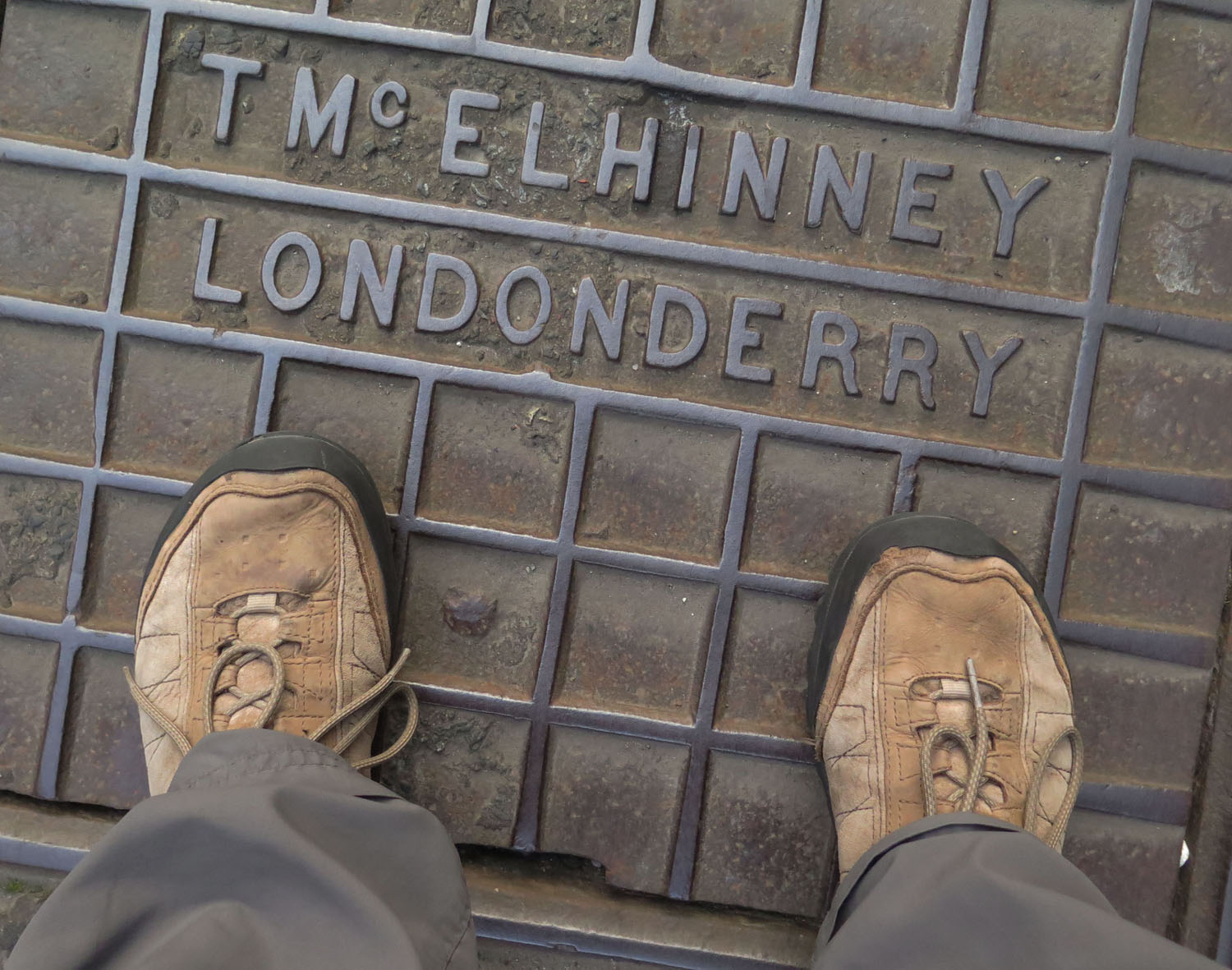 Northern-Ireland-Derry-Londonderry-Street-Scenes-Manhole-Cover