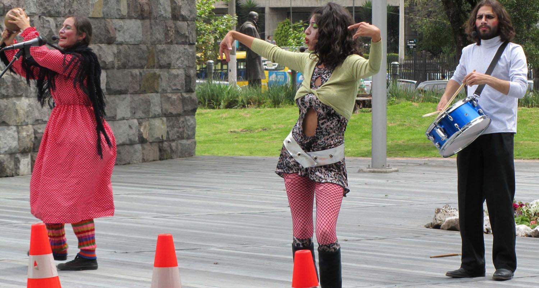 Ecuador-Quito-Park-Singers-Dancers