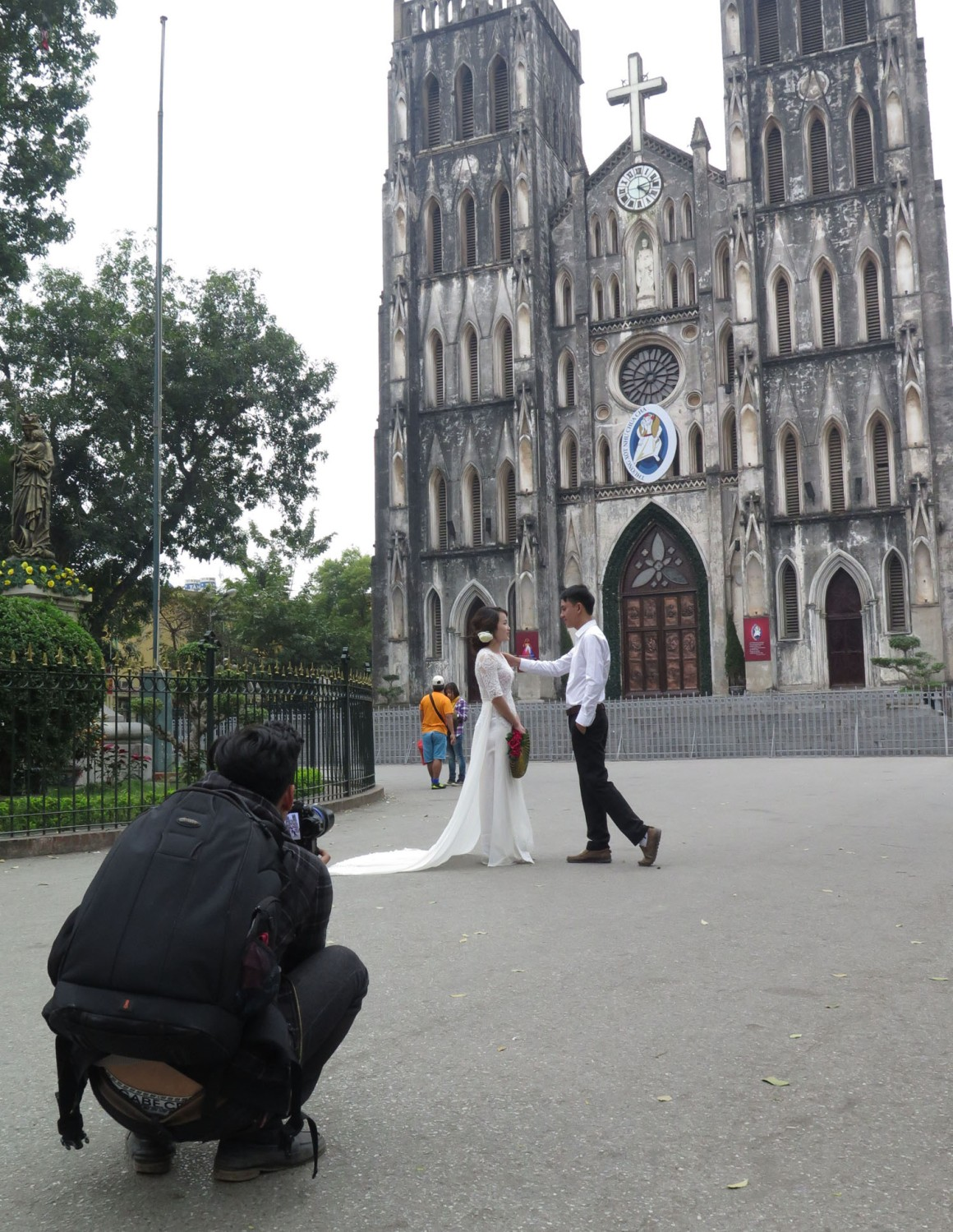 Vietnam-Hanoi-Street-Scenes-Church-Wedding