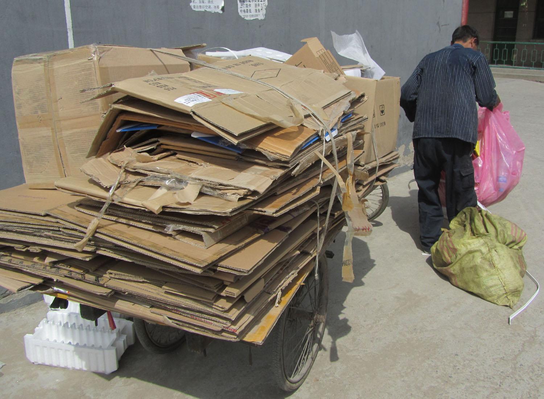 China-Beijing-Street-Scenes-Recycling