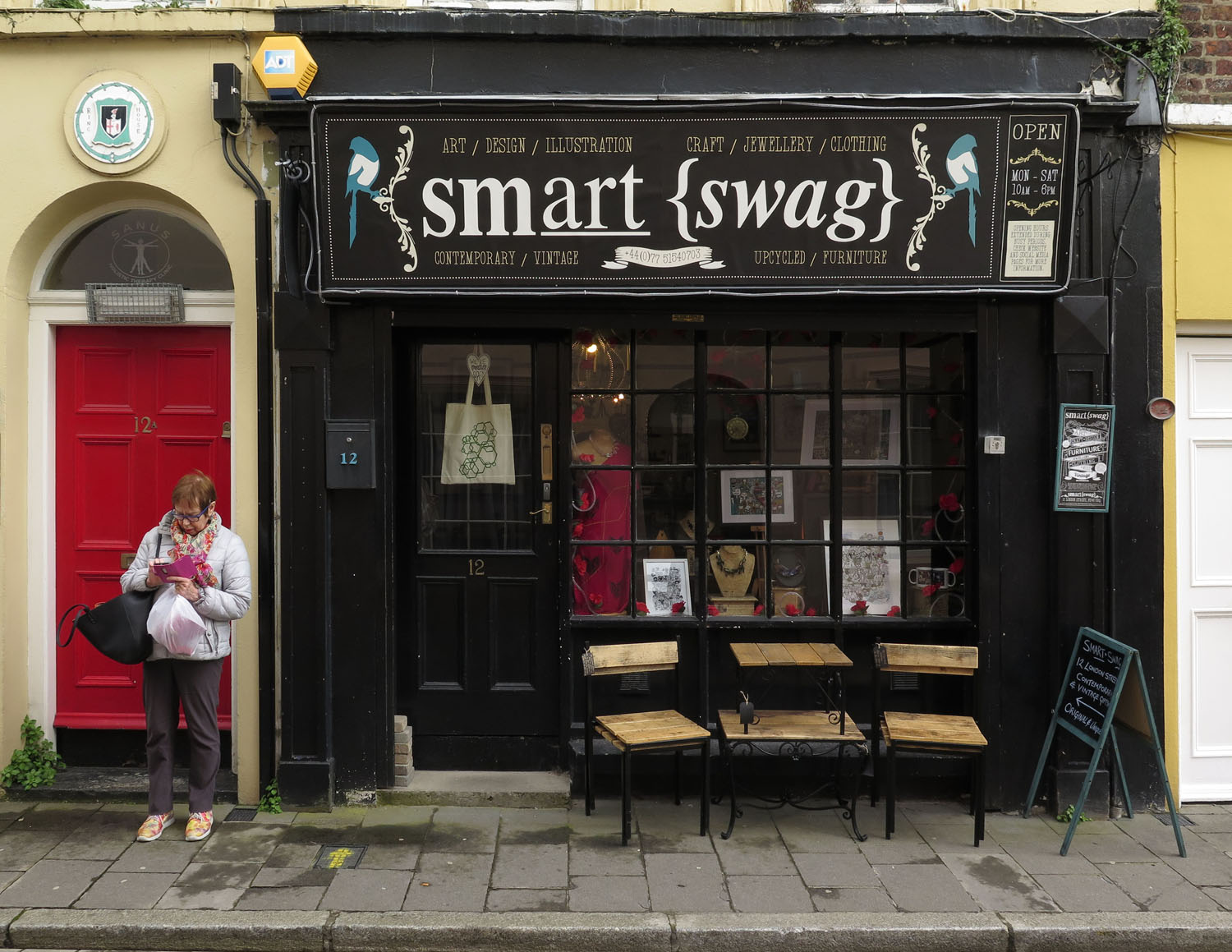 Northern-Ireland-Derry-Londonderry-Street-Scenes-Smart-Swag