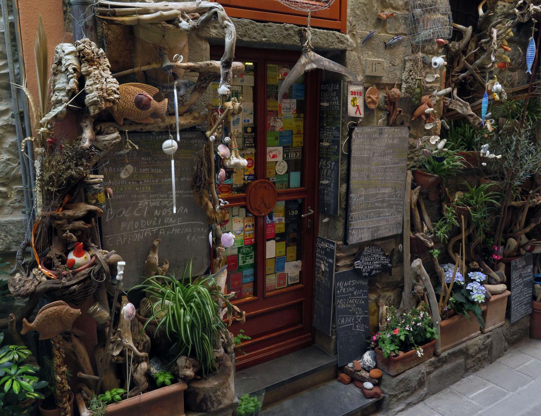 Italy-Cinque-Terre-Street-Scenes-Restaurant