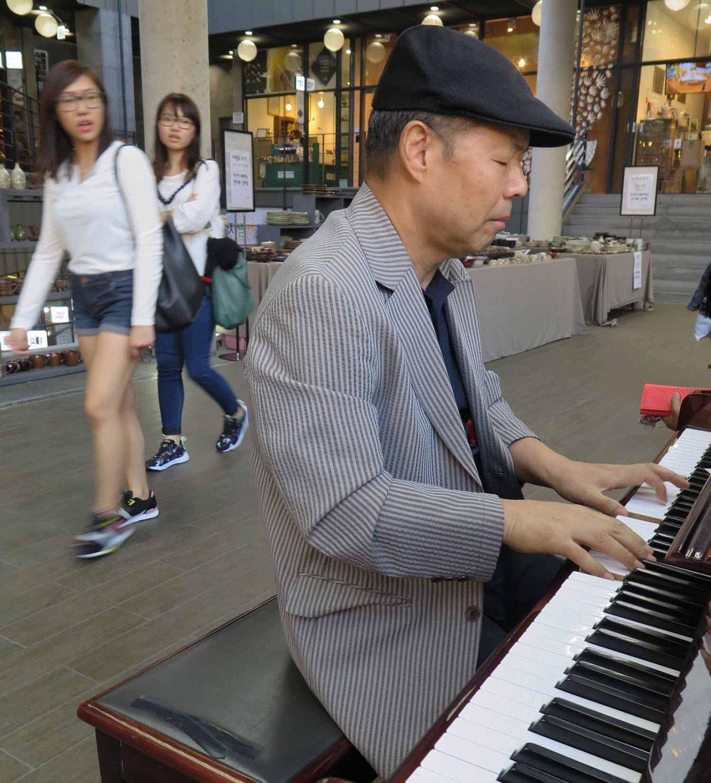 Korea-Seoul-Piano-Man-Doctor-Chang