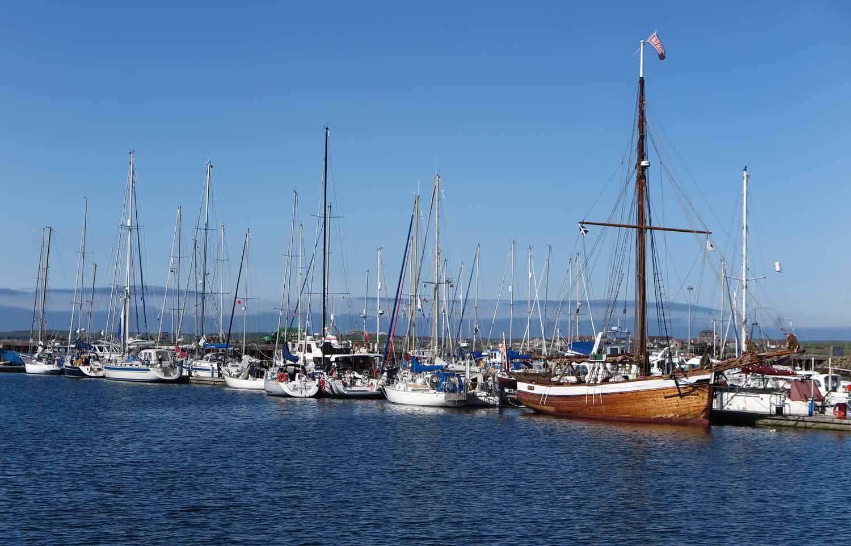 Scotland-Orkney-Kirkwall-Harbor