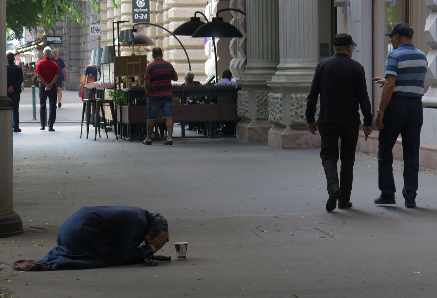 hungary-budapest-street-scenes-woman-begging