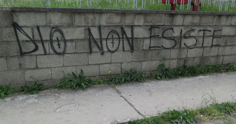 Italy-Pisa-Street-Scenes-Graffiti