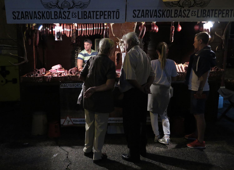 hungary-budapest-street-scenes-kolbaszv