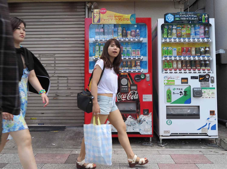 Japan-Tokyo-Street-Scenes-Vending-Machines