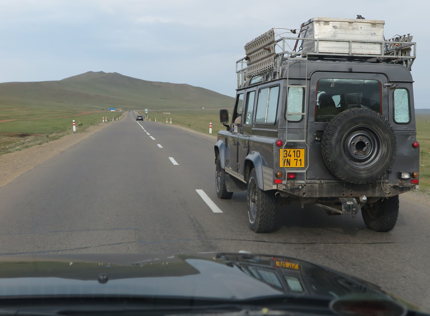Mongolia-On-The-Road-Land-Rover