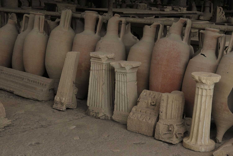 Italy-Pompeii-Pottery