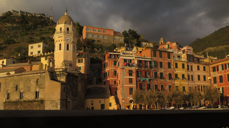 Italy-Cinque-Terre-Vernazza-Harbor-Sunset