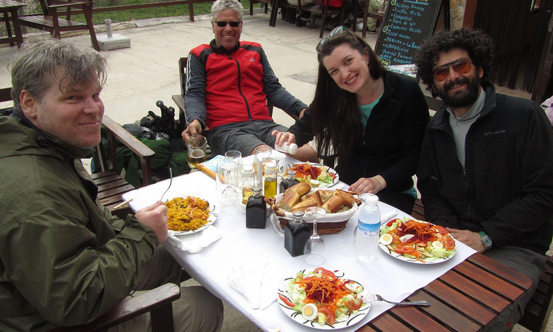 Camino-De-Santiago-People-Family-Supper