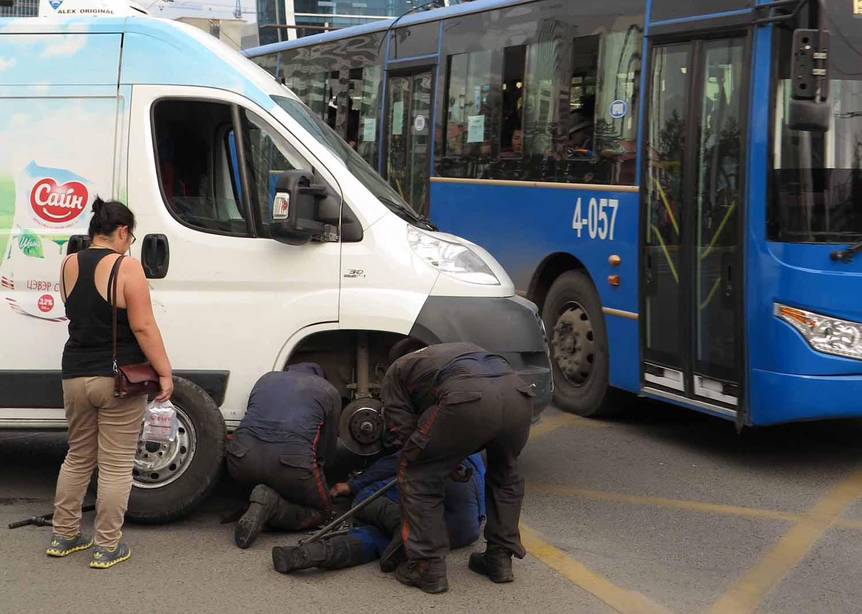 Mongolia-Ulanbator-Street-Scenes-Flat-Tire
