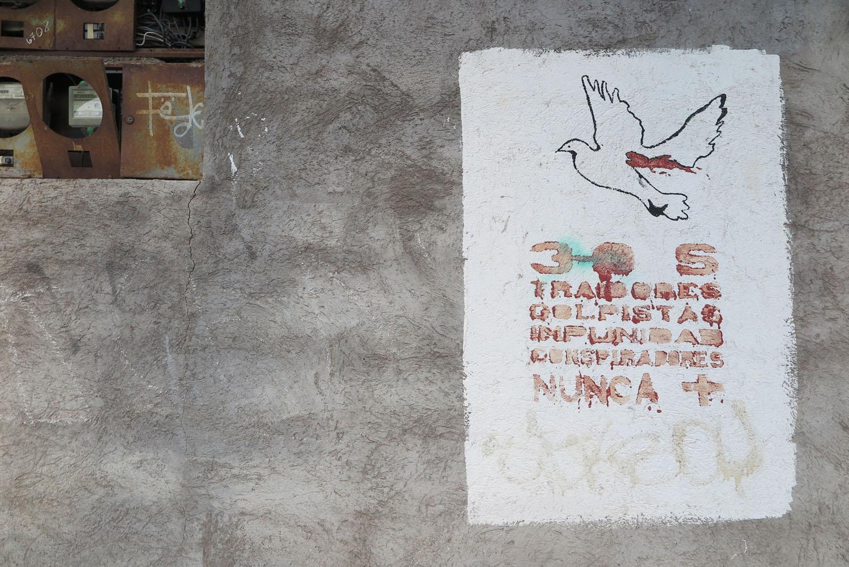 Ecuador-Galapagos-Street-Scenes-Graffiti
