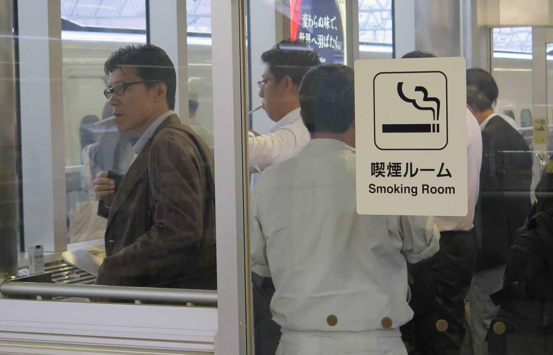 Japan-Shinkansen-Platform-Smoking-Booth