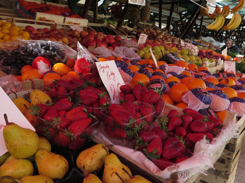 Croatia-Zadar-Street-Scenes-Fruit