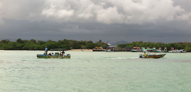 Ecuador-Galapagos-Scenery-Water-Taxis