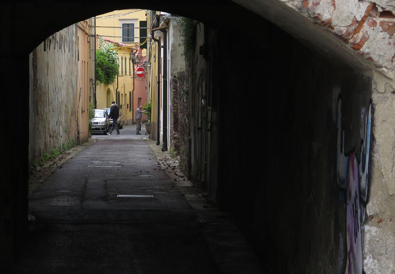 Italy-Pisa-Street-Scenes-Tunnel