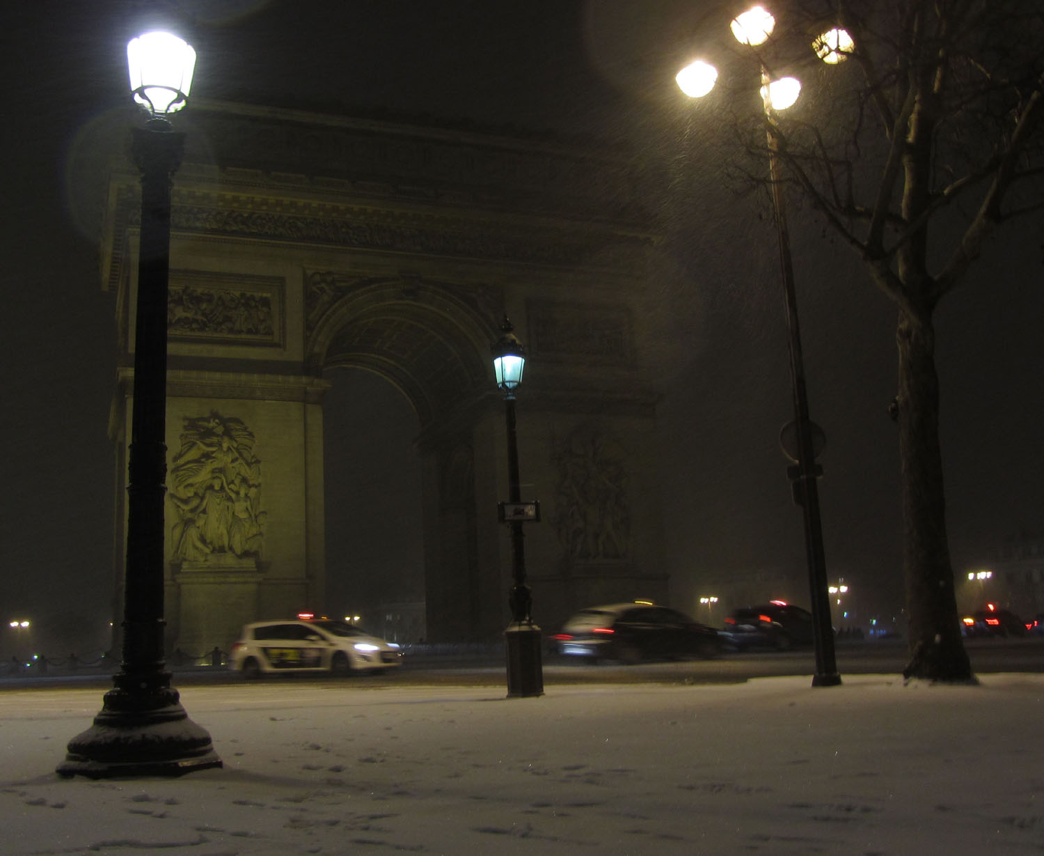France-Paris-Arc-De-Triomphe-Snow