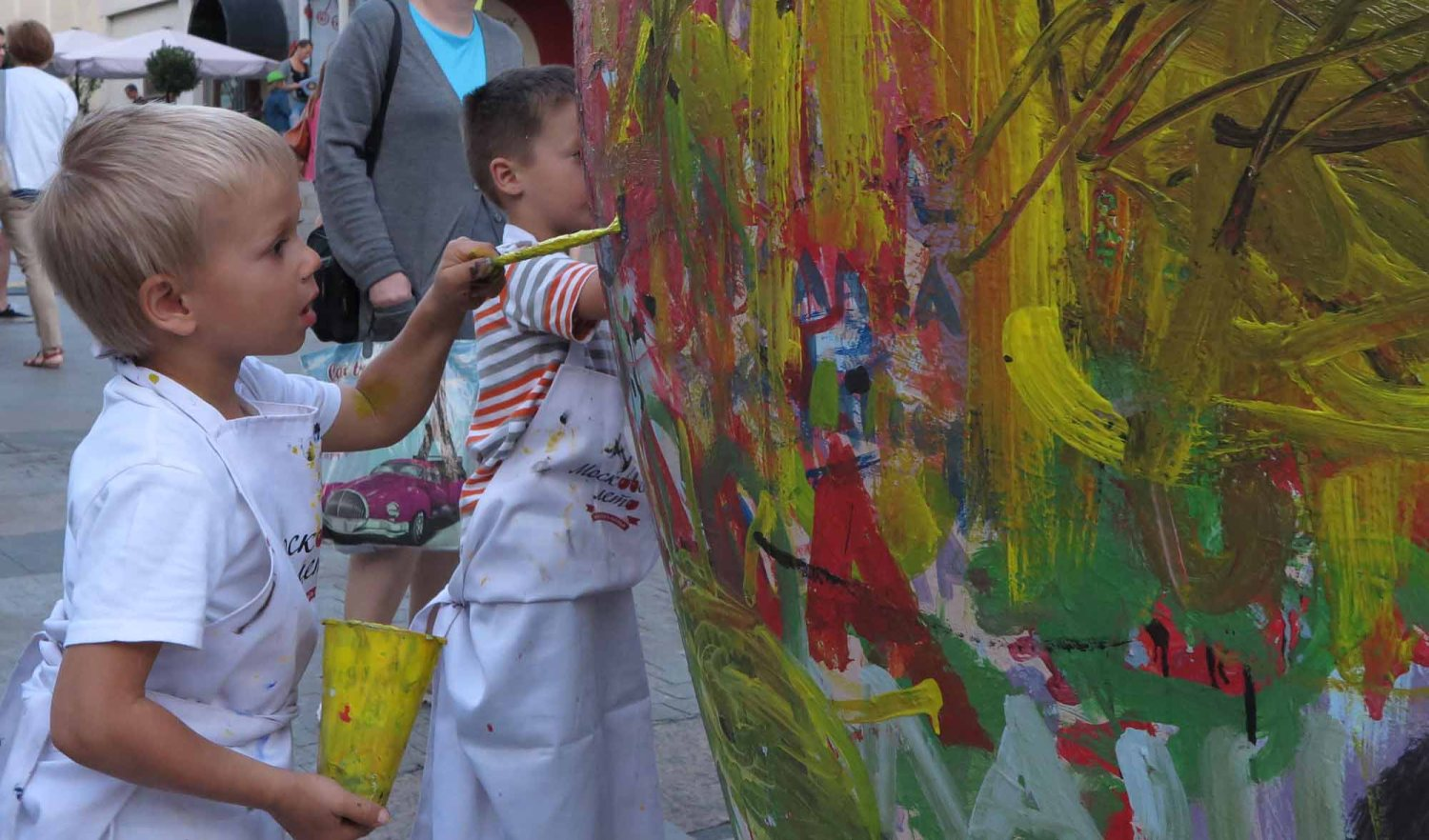 Russia-Moscow-Street-Scenes-Kids-Painting
