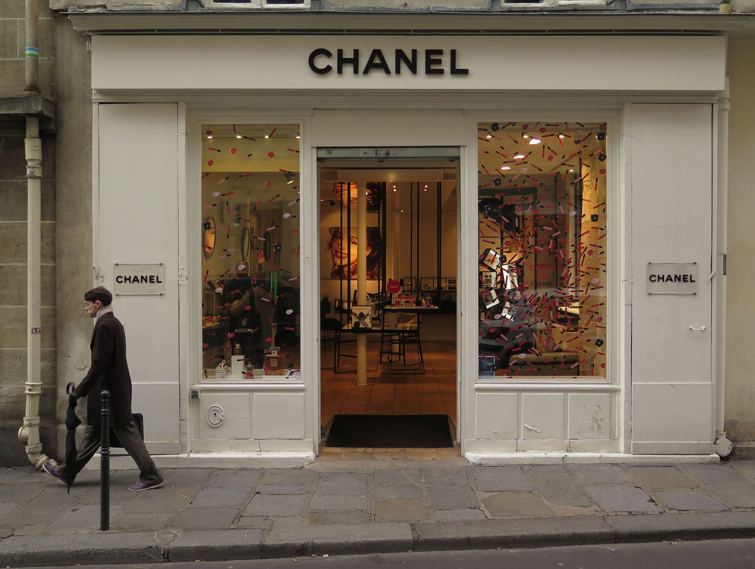 France-Paris-Street-Scenes-Chanel