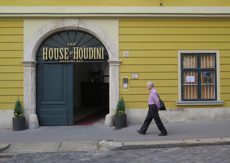 hungary-budapest-street-scenes-houdini-house