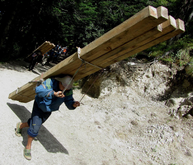 Nepal-Everest-Region-Trek-Day-05-Porters-Insane-Load