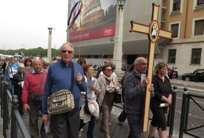 Italy-Rome-Vatican-Saint-Peters-Square-Pilgrims