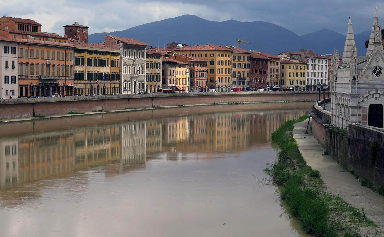 Italy-Pisa-Arno-River