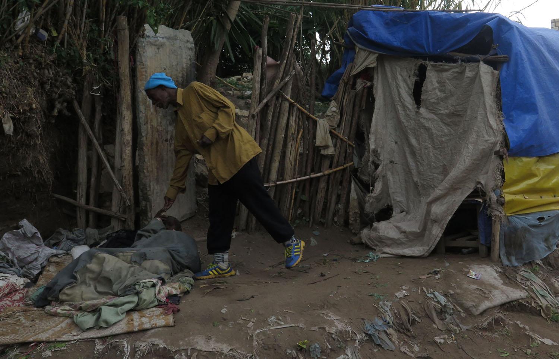 Ethiopia-Harar-Street-Scenes-Alms