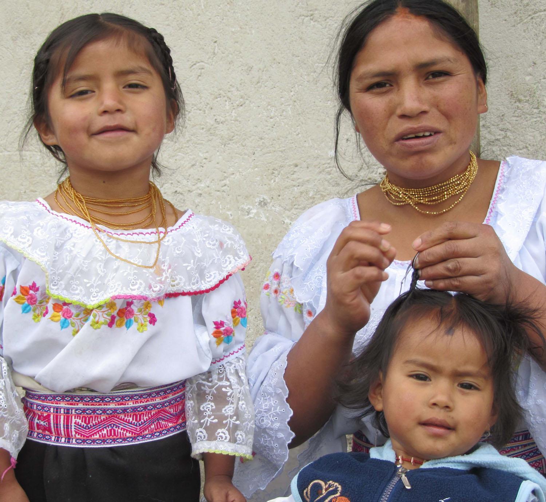 Ecuador-Countryside-Indigenas-Senoritas