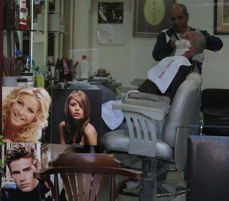 Turkey-Istanbul-Street-Scenes-Barber