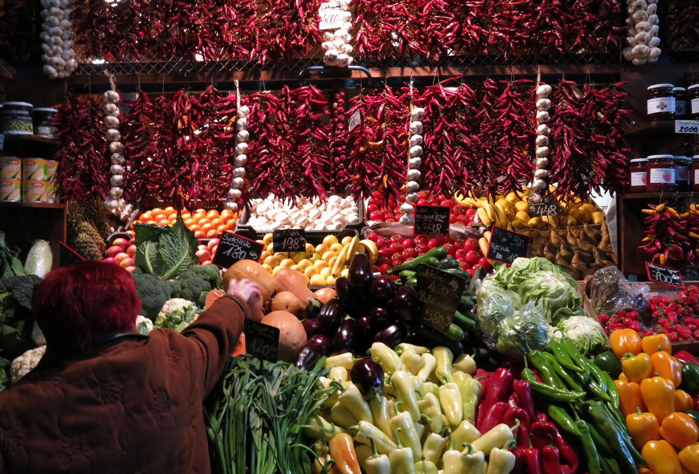 Hungary-Budapest-Great-Market-Hall-Paprika