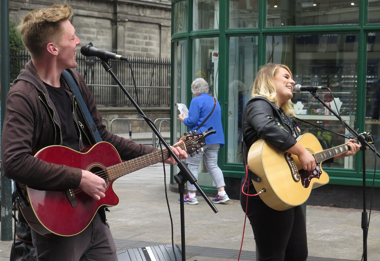 ireland-music-dublin-grafton-street-buskers