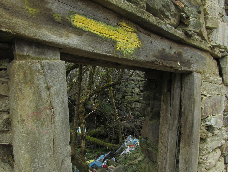 Camino-De-Santiago-Waymarkers-Arrows