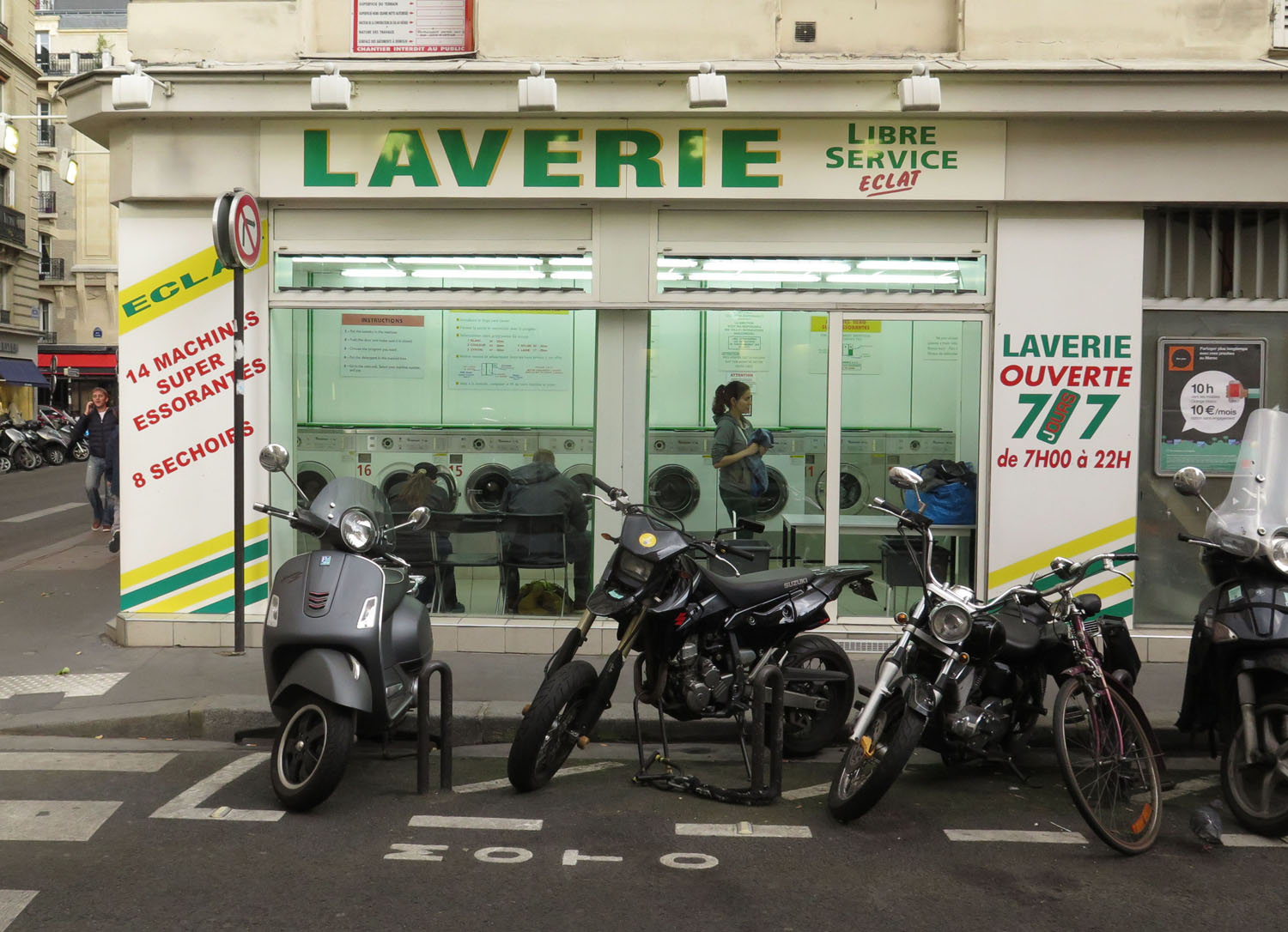 France-Paris-Street-Scenes-Laundromat
