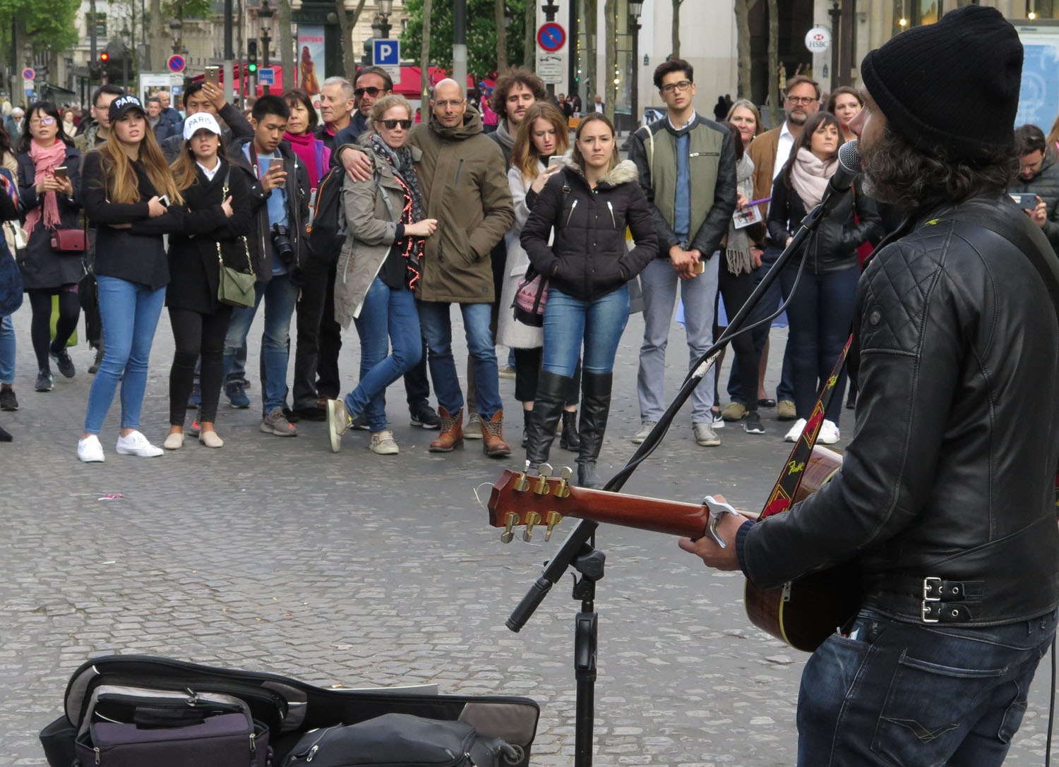 France-Paris-Street-Scenes-Music