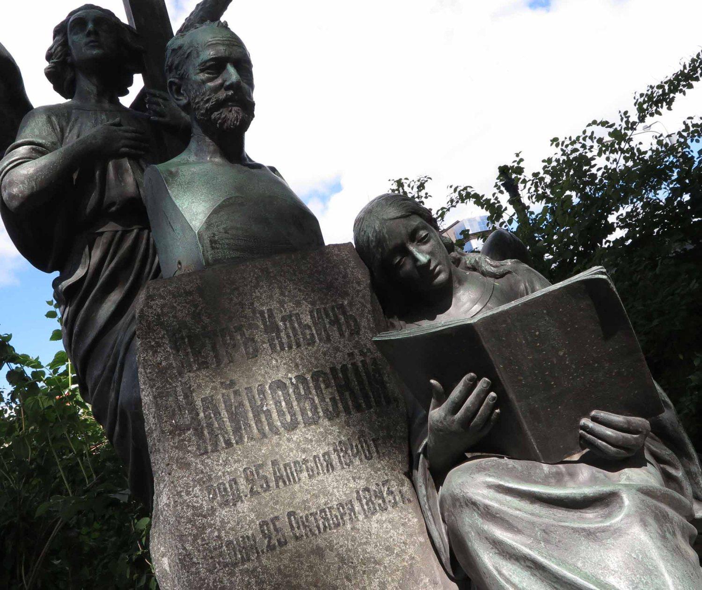 Russia-Saint-Petersburg-Cemetery-Tchaikovsky