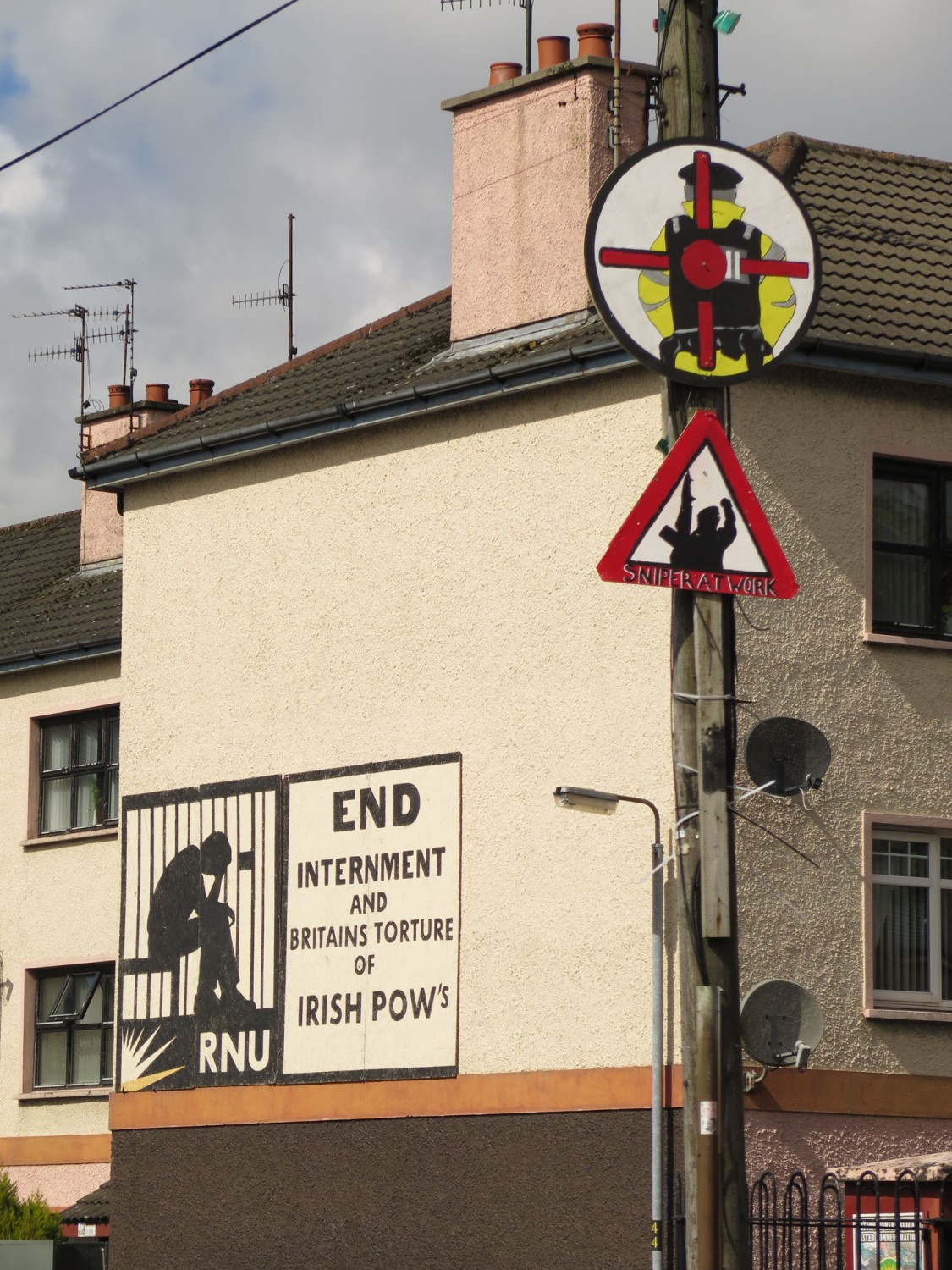 Northern-Ireland-Derry-Londonderry-Bogside-Sniper-Warning