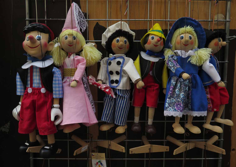 czech-republic-czesky-krumlov-marionets