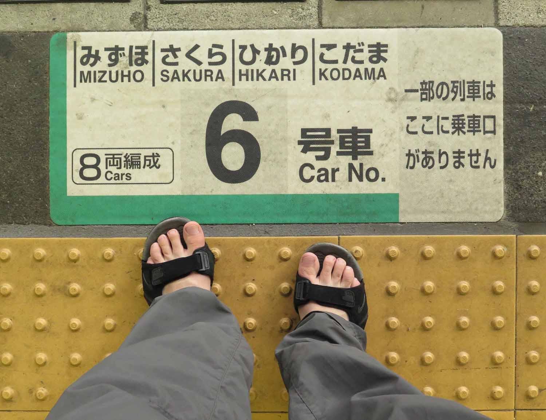 Japan-Shinkansen-Platform-Queue